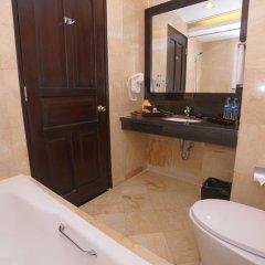 Отель Best Western Resort Kuta 3* Улучшенный номер с различными типами кроватей фото 6