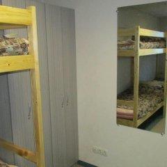 Хостел 4&4 Кровать в общем номере фото 15
