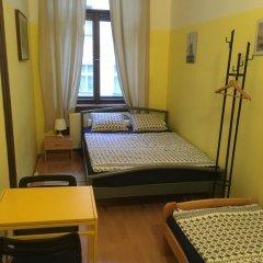 Hostel EMMA Стандартный номер с двуспальной кроватью (общая ванная комната) фото 11