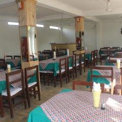 Отель Chitwan Forest Resort Непал, Саураха - отзывы, цены и фото номеров - забронировать отель Chitwan Forest Resort онлайн питание