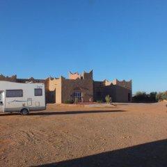Отель Kasbah Le Berger, Au Bonheur des Dunes Марокко, Мерзуга - отзывы, цены и фото номеров - забронировать отель Kasbah Le Berger, Au Bonheur des Dunes онлайн парковка