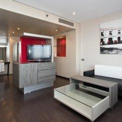 Отель ILUNION Barcelona 4* Улучшенный номер с различными типами кроватей фото 9