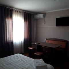 Отель Guest House on ul Yaltinskaya 121 A Кыргызстан, Бишкек - отзывы, цены и фото номеров - забронировать отель Guest House on ul Yaltinskaya 121 A онлайн удобства в номере фото 2