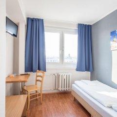 Отель a&o Dresden Hauptbahnhof 2* Стандартный номер с различными типами кроватей фото 7