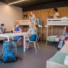 De Draecke Hostel Кровать в мужском общем номере с двухъярусной кроватью