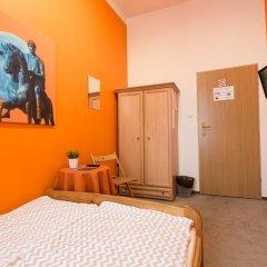 Moon Hostel Стандартный номер с двуспальной кроватью (общая ванная комната) фото 2