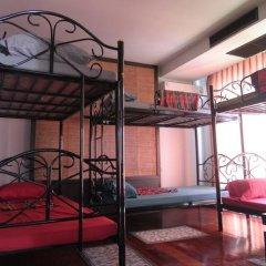 Отель Loro Loco 2 2* Кровать в общем номере фото 4
