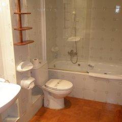 Отель Apartamentos Serrano ванная