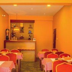 Отель Blossom Непал, Покхара - отзывы, цены и фото номеров - забронировать отель Blossom онлайн гостиничный бар