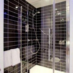 Отель Holiday Inn Express Dusseldorf - City 3* Стандартный семейный номер с двуспальной кроватью фото 9