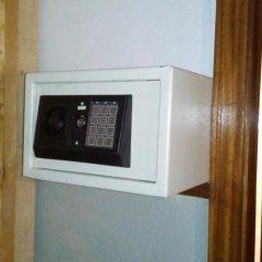 Отель Marfim Guest House сейф в номере