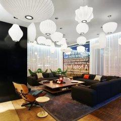 Отель citizenM Schiphol Airport Нидерланды, Схипхол - 4 отзыва об отеле, цены и фото номеров - забронировать отель citizenM Schiphol Airport онлайн интерьер отеля фото 2