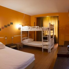 Dengba Hostel Chengdu Branch Стандартный семейный номер с двуспальной кроватью фото 2