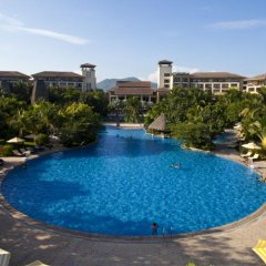 Отель Narada Resort & Spa бассейн