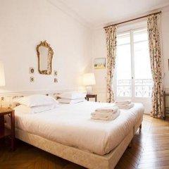 Отель Avenue Montaigne Champs Elysees Paris Париж комната для гостей фото 4