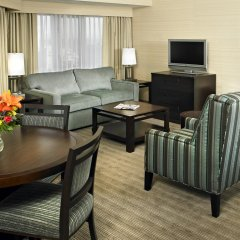 Отель Delta Hotels by Marriott Saskatoon Downtown 3* Стандартный номер с различными типами кроватей фото 2