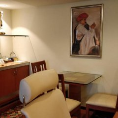 Отель The Suryaa New Delhi 5* Люкс повышенной комфортности с различными типами кроватей фото 8