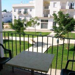 Отель Apartamentos Conil Alquila Испания, Кониль-де-ла-Фронтера - отзывы, цены и фото номеров - забронировать отель Apartamentos Conil Alquila онлайн балкон