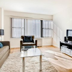 Отель Global Luxury Suites at Olympia House комната для гостей фото 2
