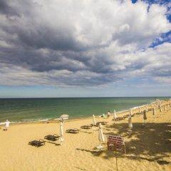Отель Coral Болгария, Аврен - отзывы, цены и фото номеров - забронировать отель Coral онлайн пляж фото 2