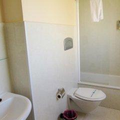 Hotel Los Jeronimos y Terraza Monasterio ванная