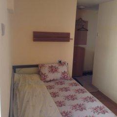 Отель East Gate Guest Rooms Стандартный номер с различными типами кроватей