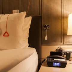 Отель Holiday Inn Kayseri - Duvenonu сейф в номере