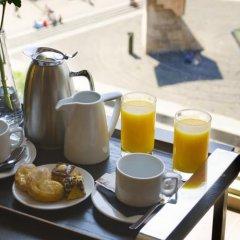 Отель Olivia Plaza Барселона в номере