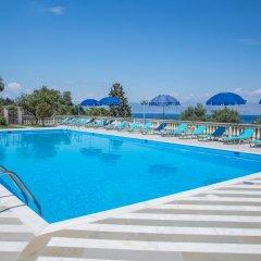 Апартаменты Brentanos Apartments ~ A ~ View of Paradise бассейн