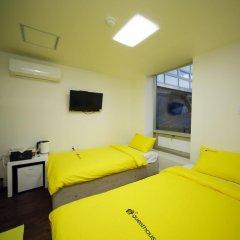 Отель 24 Guesthouse Seoul City Hall 2* Номер Делюкс с 2 отдельными кроватями фото 3