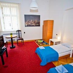 Отель B Movie Guest Rooms 2* Стандартный номер с 2 отдельными кроватями (общая ванная комната) фото 4