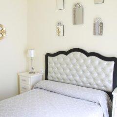 Отель Hostal Flor De Lis- Lojo комната для гостей фото 5