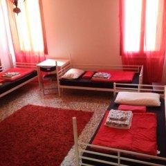 Отель The Academy Кровать в женском общем номере фото 5