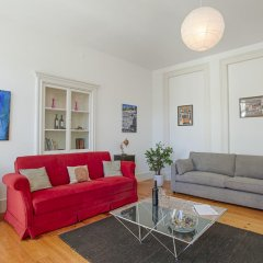 Апартаменты Lovelystay Chiado Distinctive Apartment Лиссабон комната для гостей фото 4
