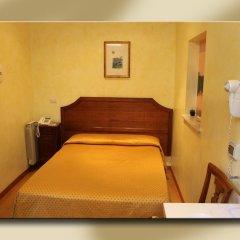 Отель Fiori 2* Стандартный номер с двуспальной кроватью (общая ванная комната) фото 5