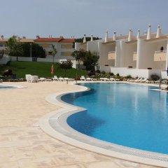 Отель Aldeia Da Galé бассейн