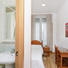 Отель Hostal Biarritz Испания, Мадрид - отзывы, цены и фото номеров - забронировать отель Hostal Biarritz онлайн ванная