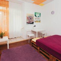 Art Hostel Стандартный номер с двуспальной кроватью (общая ванная комната) фото 8