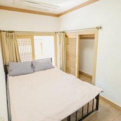 Отель Hi Jun Guesthouse Hongdae 2* Стандартный номер с двуспальной кроватью фото 8