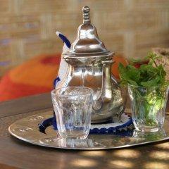 Отель Riad Azenzer гостиничный бар
