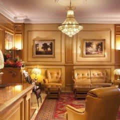 Отель The Originals Hotels Paris Paix République Париж гостиничный бар