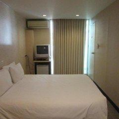 Отель Urban House Бангкок сейф в номере