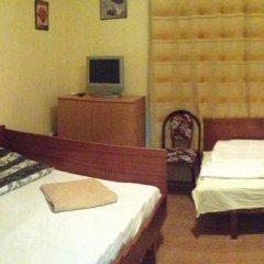 Отель East Gate Guest Rooms Стандартный номер с различными типами кроватей фото 24