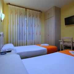 Отель Hostal Regio Номер категории Эконом с различными типами кроватей фото 6