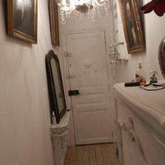 Отель Chambre D'hôtes Un Air De Montmartre Париж в номере