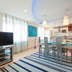Апартаменты VIP Апартаменты 24/7 комната для гостей фото 4