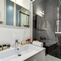 Отель Sweet Inn Apartments - Paix Франция, Париж - отзывы, цены и фото номеров - забронировать отель Sweet Inn Apartments - Paix онлайн ванная
