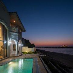 Отель Nasma Luxury Stays - Frond D Palm Jumeirah бассейн