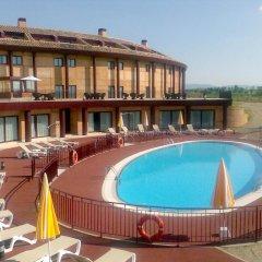 Отель Vita Toledo Layos Golf бассейн