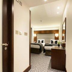 Отель Park Grand Paddington Court сейф в номере